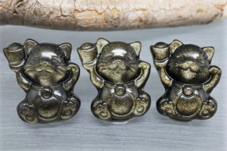 【23mm×19mm】元宝を持った招き猫 ゴールデンオブシディアン 1個 メキシコ産(穴あき)お守り石