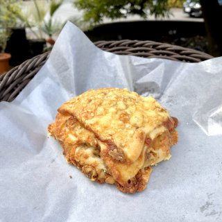 【クール冷凍便】4種チーズとクルミのパン