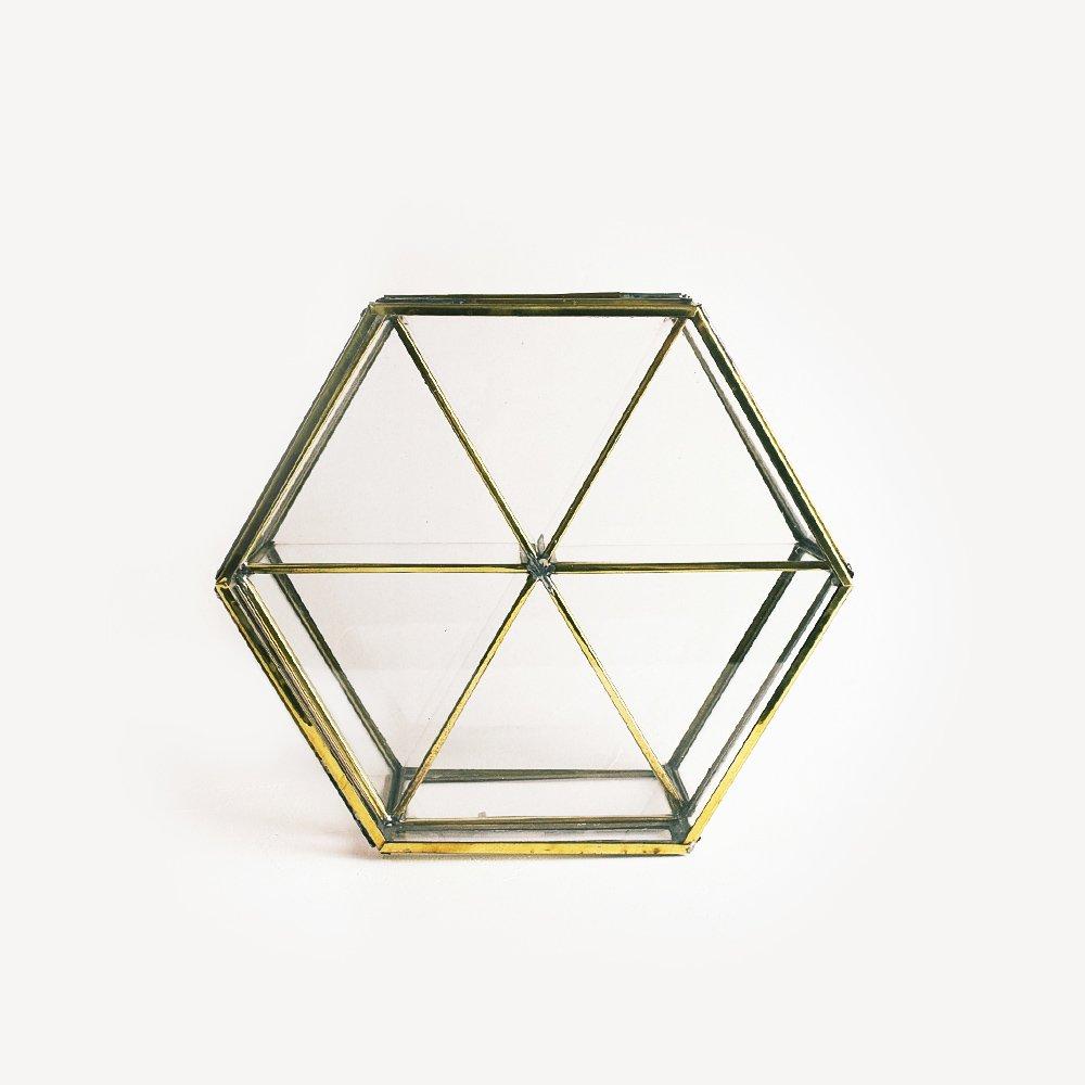 真鍮素材の六角ケース