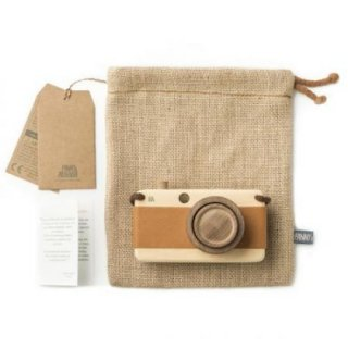 <img class='new_mark_img1' src='https://img.shop-pro.jp/img/new/icons14.gif' style='border:none;display:inline;margin:0px;padding:0px;width:auto;' />Fanny & Alexander   wooden toy camera
