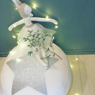 <img class='new_mark_img1' src='https://img.shop-pro.jp/img/new/icons30.gif' style='border:none;display:inline;margin:0px;padding:0px;width:auto;' />Creme Anglaise STAR PUFF white/silver star