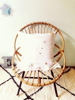 Bord de scene Gold dot cushion cover