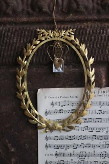 Walther&Co gold wreath