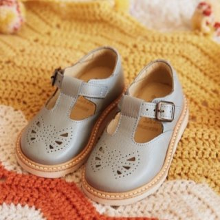 <img class='new_mark_img1' src='https://img.shop-pro.jp/img/new/icons14.gif' style='border:none;display:inline;margin:0px;padding:0px;width:auto;' />ROSIE Tbar buckle shoe from LONDON  (gray)
