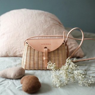 <img class='new_mark_img1' src='https://img.shop-pro.jp/img/new/icons14.gif' style='border:none;display:inline;margin:0px;padding:0px;width:auto;' /> mikanu leather panier(限定販売品)