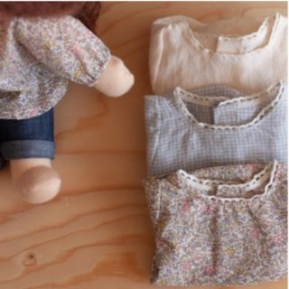 <img class='new_mark_img1' src='https://img.shop-pro.jp/img/new/icons14.gif' style='border:none;display:inline;margin:0px;padding:0px;width:auto;' />NILS happy doll blouse with lace