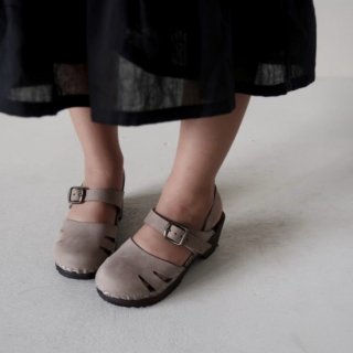 <img class='new_mark_img1' src='//img.shop-pro.jp/img/new/icons14.gif' style='border:none;display:inline;margin:0px;padding:0px;width:auto;' /> HOUSE OF PALOMA  Marion clog sandle (branche chocolate)