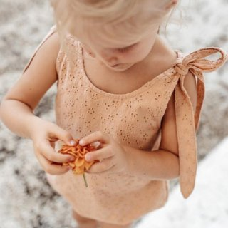 <img class='new_mark_img1' src='https://img.shop-pro.jp/img/new/icons14.gif' style='border:none;display:inline;margin:0px;padding:0px;width:auto;' />ILLOURA Mars romper (Clay cotton lace)