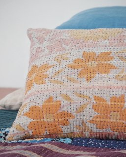 <img class='new_mark_img1' src='https://img.shop-pro.jp/img/new/icons14.gif' style='border:none;display:inline;margin:0px;padding:0px;width:auto;' /> mikanu vintage quilt cushion