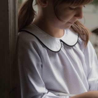 <img class='new_mark_img1' src='https://img.shop-pro.jp/img/new/icons14.gif' style='border:none;display:inline;margin:0px;padding:0px;width:auto;' />Minimom  NORA  blouse ( DOT white)