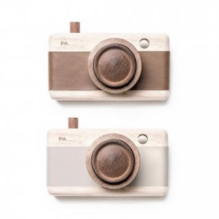 <img class='new_mark_img1' src='https://img.shop-pro.jp/img/new/icons14.gif' style='border:none;display:inline;margin:0px;padding:0px;width:auto;' />Fanny & Alexander   wooden toy camera (grey lilac)(brown)
