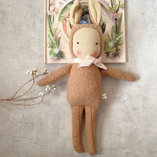 <img class='new_mark_img1' src='https://img.shop-pro.jp/img/new/icons14.gif' style='border:none;display:inline;margin:0px;padding:0px;width:auto;' />LITTLE KIN STUDIO  doll BUNNY with ribbon tie(special edition)