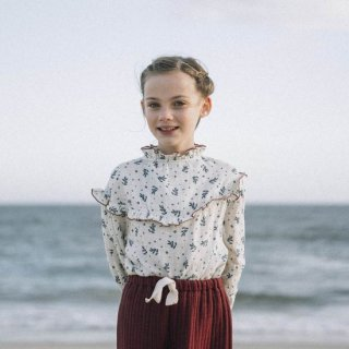 <img class='new_mark_img1' src='https://img.shop-pro.jp/img/new/icons14.gif' style='border:none;display:inline;margin:0px;padding:0px;width:auto;' />LIILU Nola Blouse (Winter Blossom)