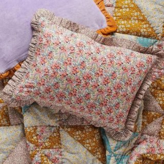 <img class='new_mark_img1' src='https://img.shop-pro.jp/img/new/icons14.gif' style='border:none;display:inline;margin:0px;padding:0px;width:auto;' />Projektityyny  Shirling Petals frill cushion - made with Liberty Art fabric(カバーのみ)