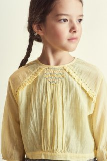 <img class='new_mark_img1' src='https://img.shop-pro.jp/img/new/icons14.gif' style='border:none;display:inline;margin:0px;padding:0px;width:auto;' />CARAMEL  Krill Blouse Woven Top Yellow