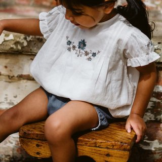 <img class='new_mark_img1' src='https://img.shop-pro.jp/img/new/icons14.gif' style='border:none;display:inline;margin:0px;padding:0px;width:auto;' />Little cottons Hilda Embroidered Blouse