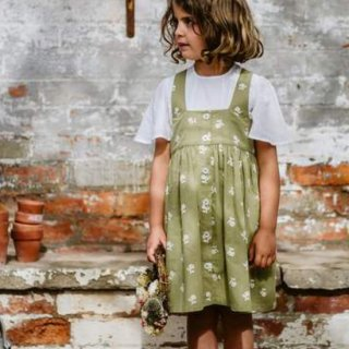 <img class='new_mark_img1' src='https://img.shop-pro.jp/img/new/icons14.gif' style='border:none;display:inline;margin:0px;padding:0px;width:auto;' />Little cottons DORCAS Pinafore ( Stem floral samphire)
