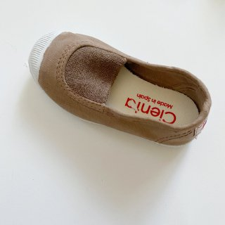 <img class='new_mark_img1' src='https://img.shop-pro.jp/img/new/icons14.gif' style='border:none;display:inline;margin:0px;padding:0px;width:auto;' />CIENTA Slip On shoe (beige dyed)