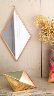 <img class='new_mark_img1' src='https://img.shop-pro.jp/img/new/icons14.gif' style='border:none;display:inline;margin:0px;padding:0px;width:auto;' />Les petits bohemes diamond shape mirror S( 17cm x9cm )